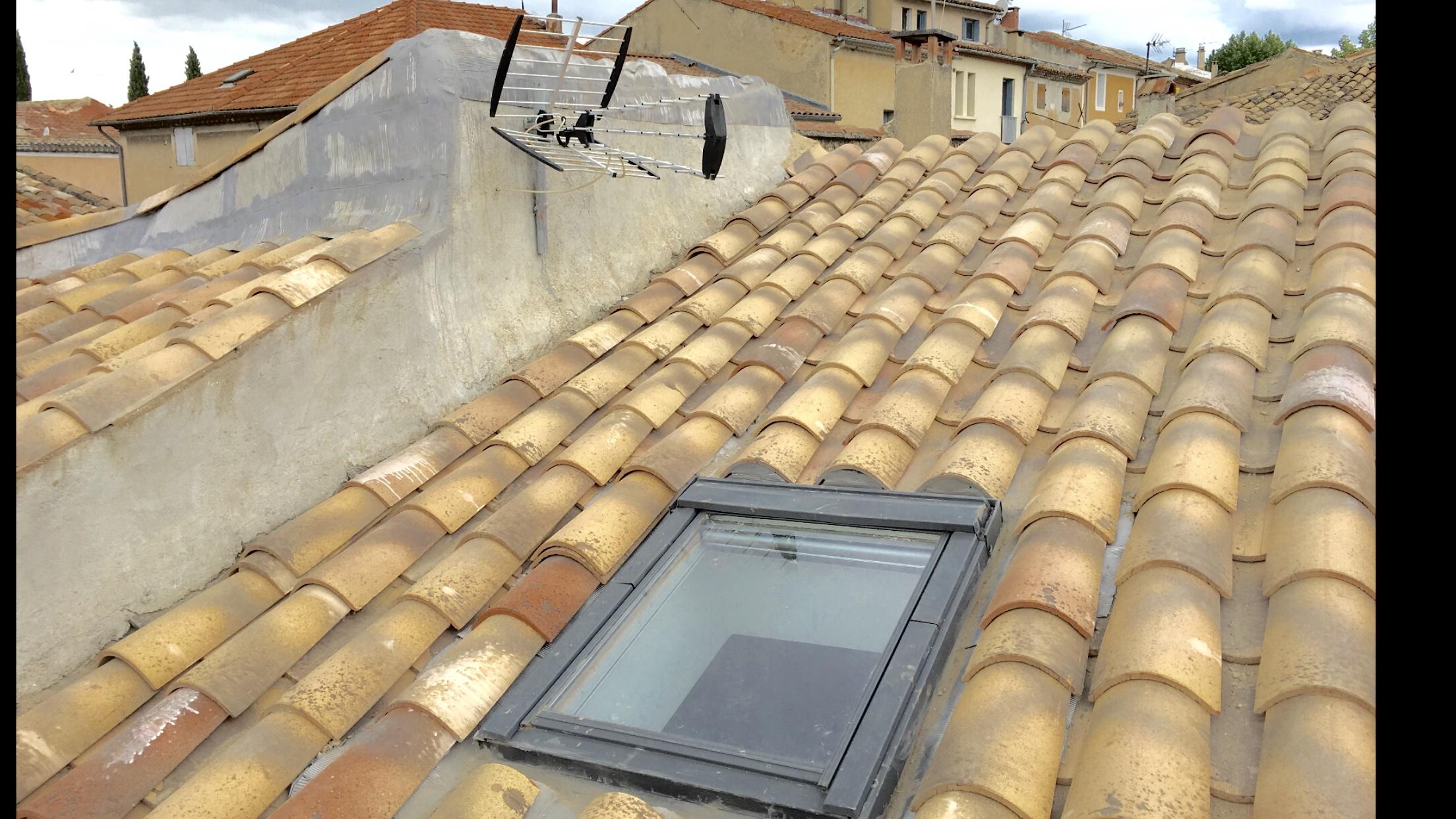 R novation de toiture aubignan maison de village carpentras for Tuiles pour toiture maison