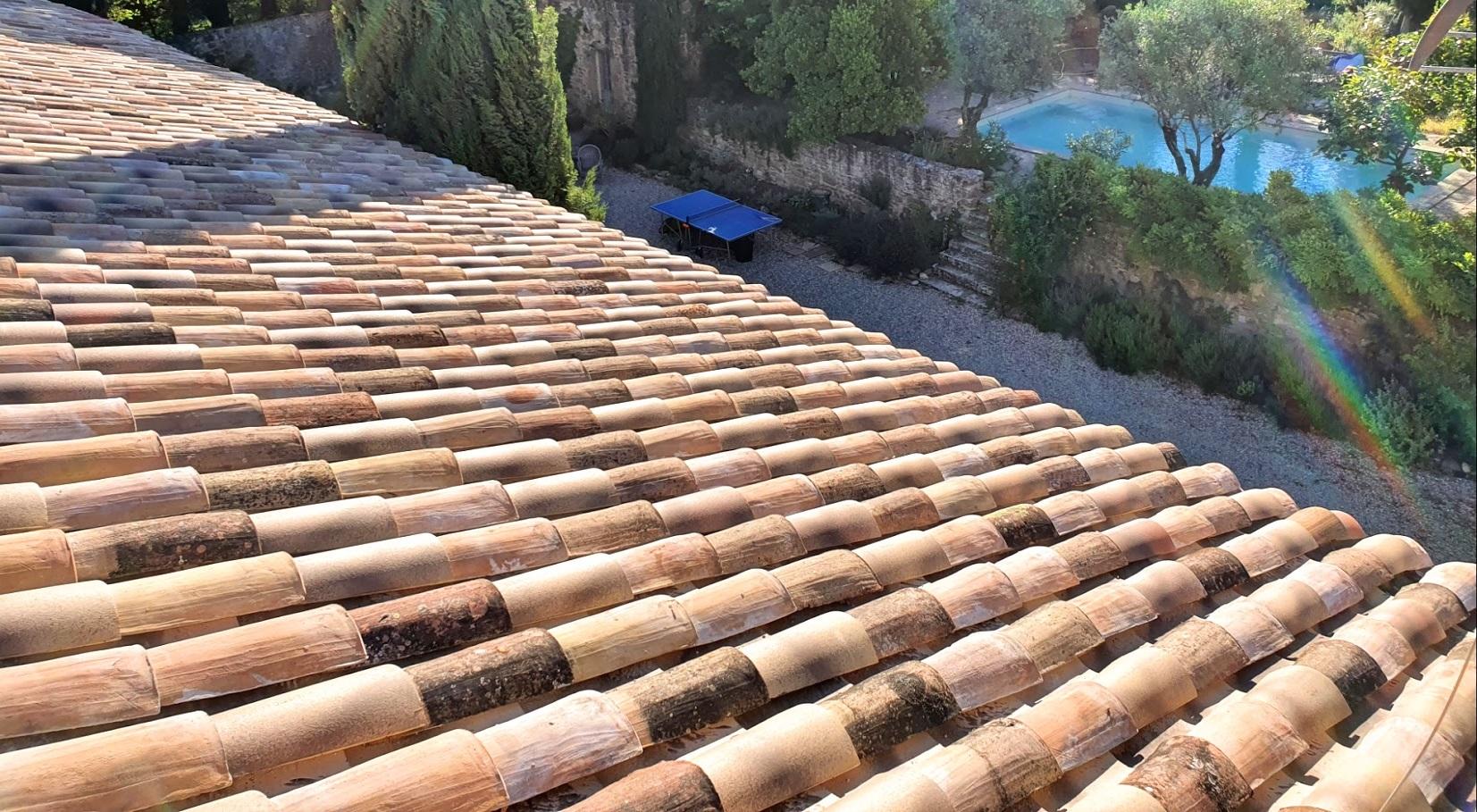 Rénovation de toiture tuiles anciennes à Carpentras - Art Toiture